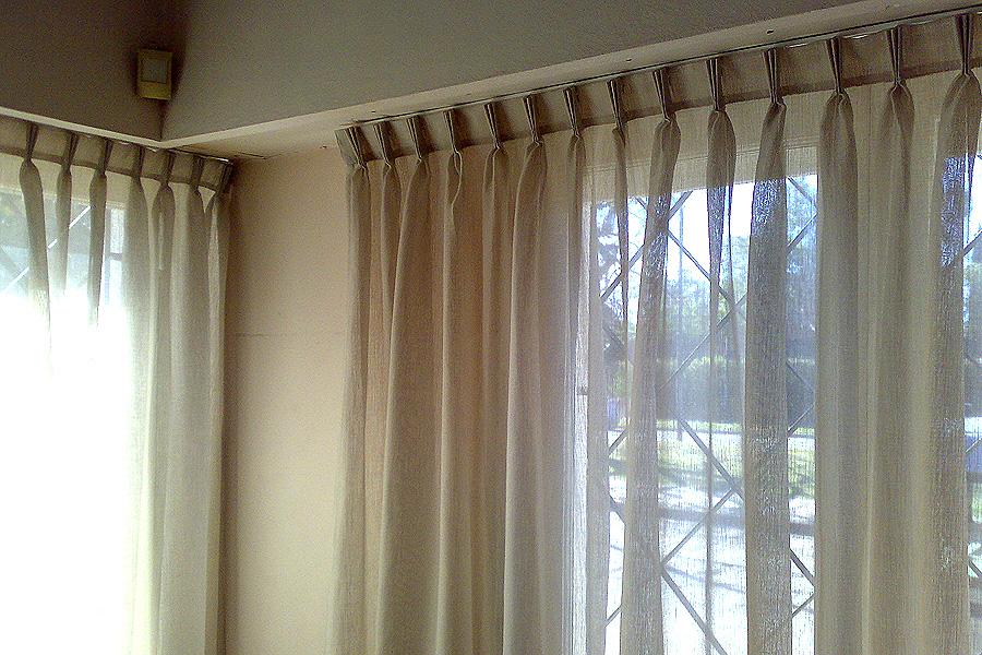 Cortinas decoral alfombras papeles pintados rosario for Ganchos para cortinas de riel